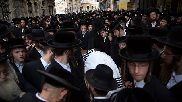 הלווייתו של ישעיהו קרישבסקי (צילום: AFP) (צילום: AFP)