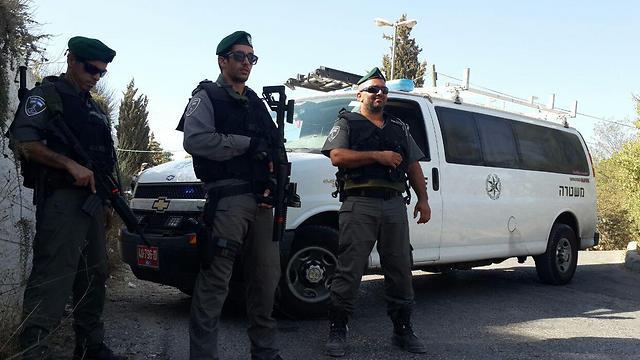 Border Police troops blocking off entrnace to Jabel Mukaber (Photo: Elior Levy)