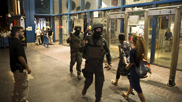 Border Police at Jerusalem central bus station after terror attack (Photo: Reuters)