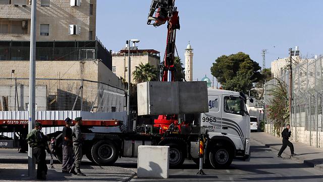 בטונדות בראס על עמוד בירושלים (צילום: רויטרס) (צילום: רויטרס)