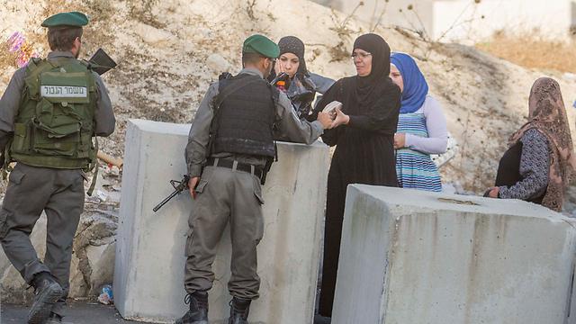 Border Police at roadblock (Photo: Ido Erez)