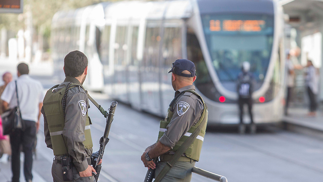 Border Police troops on Jerusalem's Jaffa Street (Photo: Ido Erez)