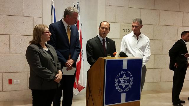 Jerusalem Mayor Nir Barkat with New York Mayor Bill de Blasio. (Photo: Eli Mendelbaum)