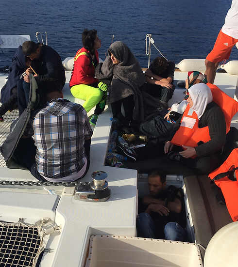 Syrian and Iraqi refugees on Israeli yacht (Photo: Gal Baruch)