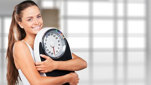בלי לשים לב המשקל יורד (צילום: shutterstock) (צילום: shutterstock)