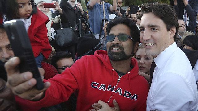 """טרודו, המכונה """"החתיך"""", במסע הבחירות (צילום: רויטרס) (צילום: רויטרס)"""