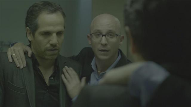 """""""התסריטאי"""". מחטטת בפצע (צילום: באדיבות הערוץ הראשון)"""