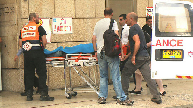 פינוי הפצועים בפיגוע הדריסה (צילום: TPS) (צילום: TPS)