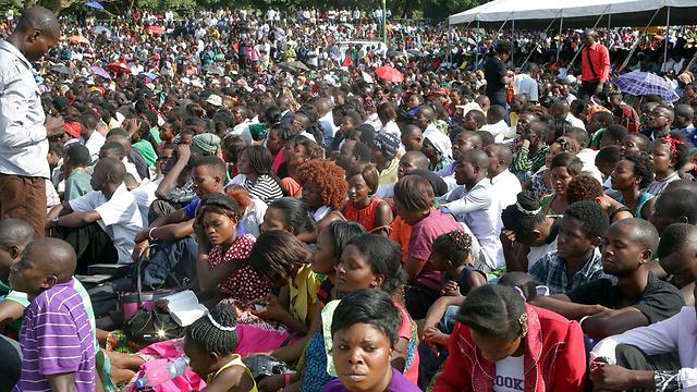 אלפים באירוע התפילות בבירה (צילום: AFP)