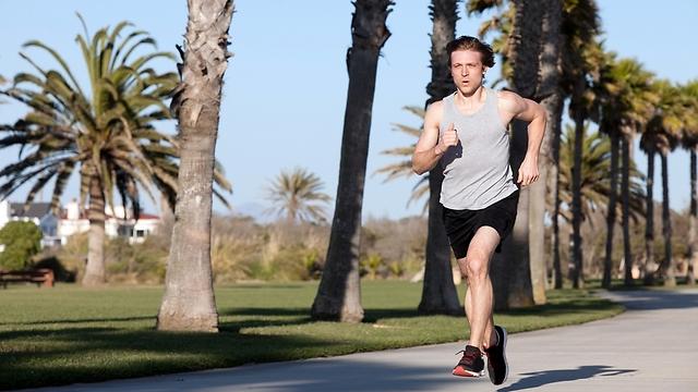 מומלץ להעדיף ריצות קצרות בקצב קל (צילום: shutterstock) (צילום: shutterstock)