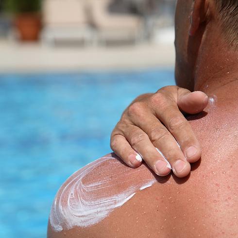 79% מהגברים לא מורח קרם הגנה ביום יום (צילום: shutterstock) (צילום: shutterstock)