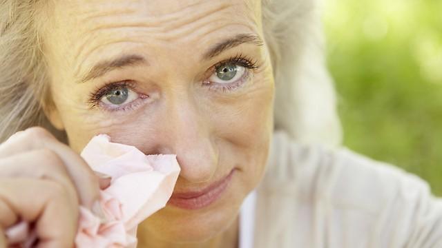 שינויים הורמונליים עלולים לגרום לעין יבשה. גיל המעבר (צילום: shutterstock)