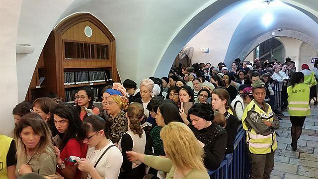 מרגע שיצאה השבת - נהירת אלפים (צילום: אלי מנדלבאום) (צילום: אלי מנדלבאום)