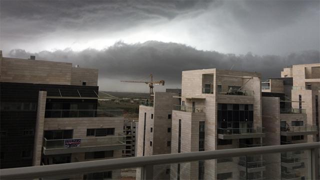 עננים מתקרבים ליבנה (צילום: דוד בר יוסף) (צילום: דוד בר יוסף)