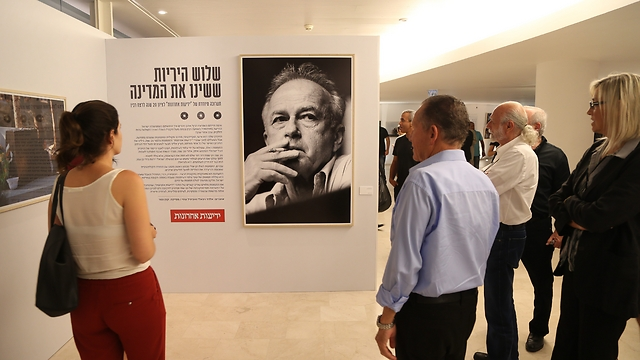 Rabin photo exhibition at Habima theater (Photo: Yariv Katz)