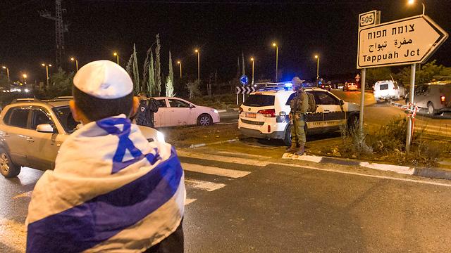 זירת הפיגוע הערב, כמה שעות לאחר הדקירה (צילום: עידו ארז) (צילום: עידו ארז)