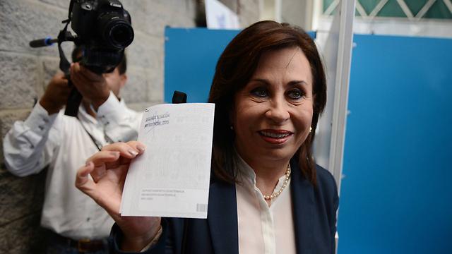 יצאה נגד חוסר ניסיונו הפוליטי של הקומיקאי לשעבר. הגברת הראשונה לשעבר סנדרה טורס, שהפסידה בבחירות לנשיאות (צילום: AP) (צילום: AP)