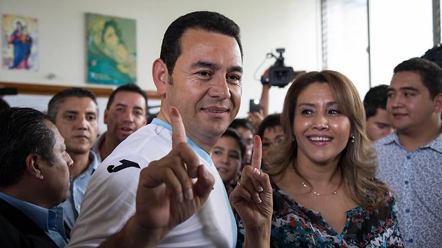 זיהה את תסכול הציבור מהפוליטיקאים. מוראלס בקלפי (צילום: AP) (צילום: AP)