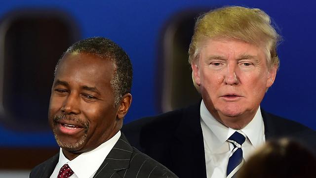 בממסד הרפובליקני מקווים לצניחתם מצמרת הסקרים. טראמפ וקרסון (צילום: AFP) (צילום: AFP)