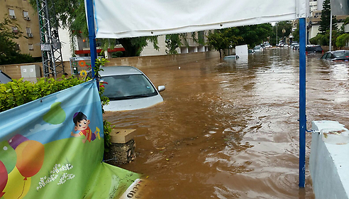 Flooding in Raanana (Photo: Etzion Schwartz)