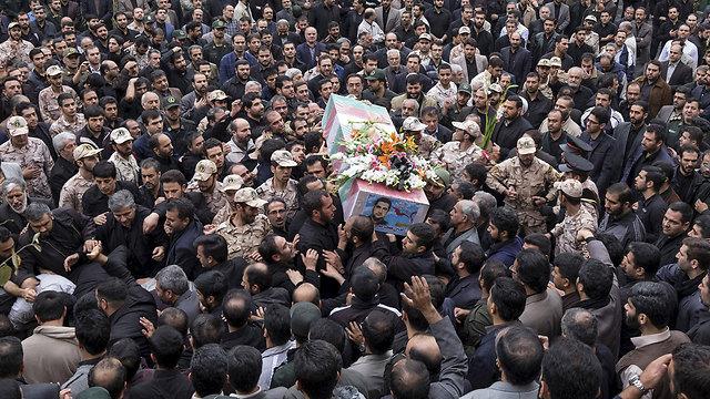 הלוויית בכיר איראני שנהרג בקרבות (צילום: רויטרס) (צילום: רויטרס)