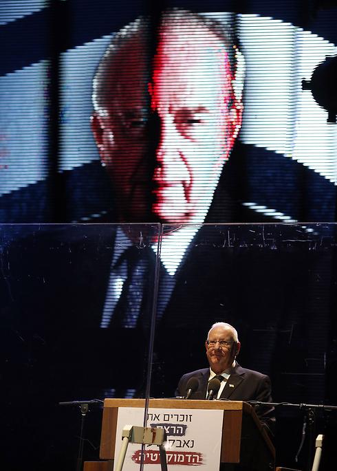הנשיא ראובן ריבלין, בכיכר (צילום: AFP) (צילום: AFP)