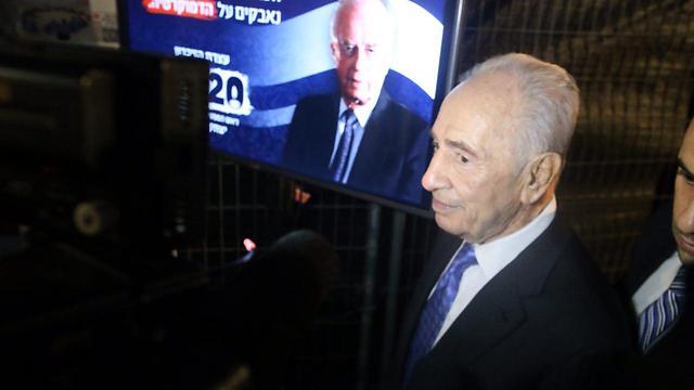 Peres at memoria commemorating the 20th anniversary of the assassination of late prime minister Yitzhak Rabin (Photo: Moti Kimchi)