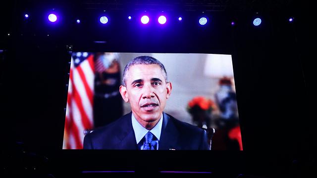 נאום אובמה הוקרן על מסכי ענק בכיכר (צילום: תומריקו) (צילום: תומריקו)
