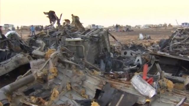 שרידי המטוס הרוסי שהתרסק בחצי האי סיני (צילום: RT) (צילום: RT)