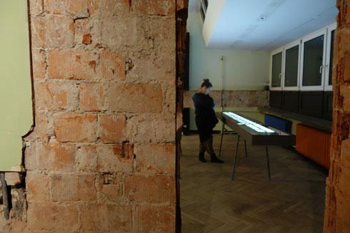 תערוכה מודרנית בבניין היסטורי (צילום: מיכאל יעקובסון)