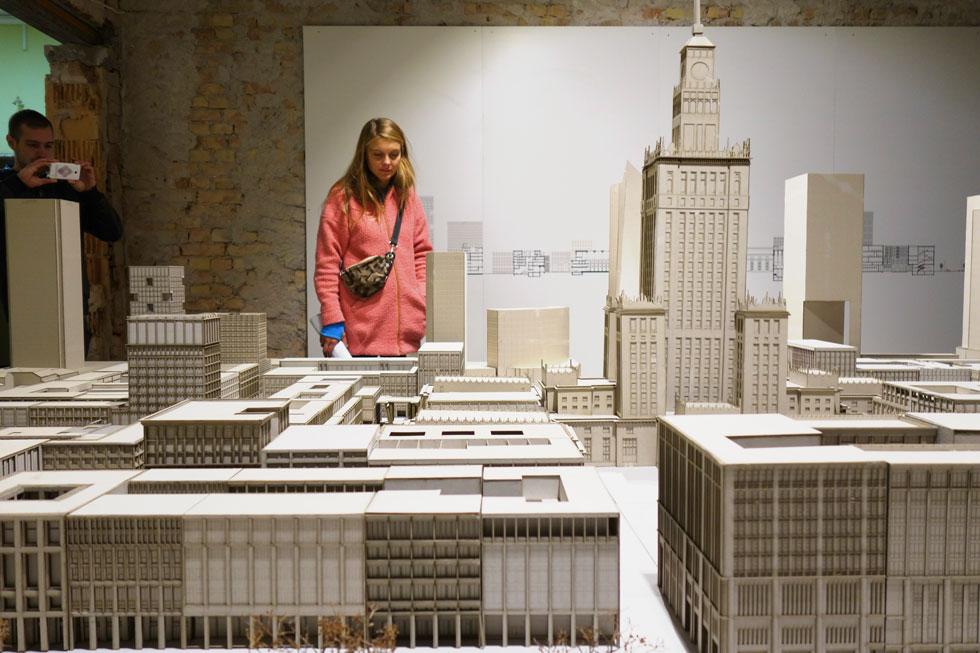 מודל המציג הצעה לעיצוב מחדש של השטח המקיף את ארמון התרבות והמדע, שהוקם במרכז ורשה על ידי השלטון הקומוניסטי (צילום: מיכאל יעקובסון)