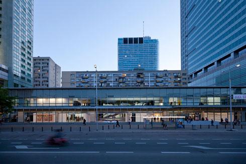 בניין המוזיאון לאמנות מודרנית. היזם ניצח את חובבי האמנות (צילום: Bartosz Stawiarski)