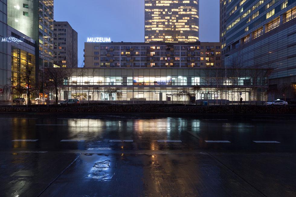 המוזיאון לאמנות מודרנית. נבנה בשנות ה-60 של המאה הקודמת בהשראת הברוטליזם המוקדם (צילום: Bartosz Stawiarski)