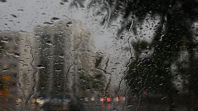 הגשם יעזור להעביר את האובך? הערב בבאר שבע (צילום: הרצל יוסף)