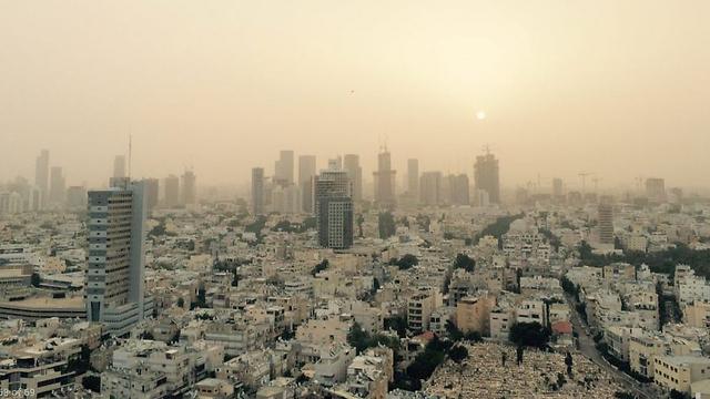 האובך בתל אביב, הבוקר (צילום: אדם אבן חיים) (צילום: אדם אבן חיים)
