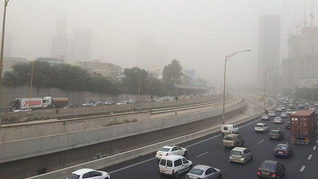 זיהום אוויר גבוה בתל אביב (צילום: ירון דרוקמן) (צילום: ירון דרוקמן)