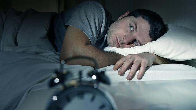 ארדם או לא ארדם? המיטה כשדה קרב (צילום: shutterstock) (צילום: shutterstock)