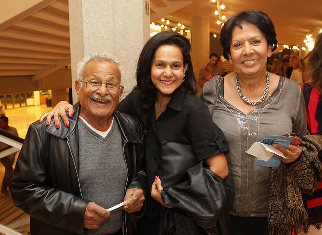 מה שלום משה אופניק? גבי עמרני ומשפחתו (צילום: רפי דלויה)