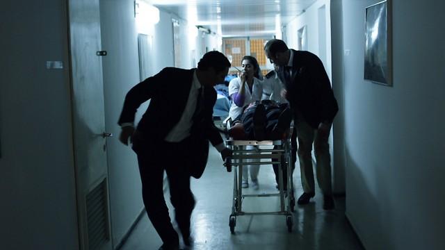 """במסדרונות בית החולים איכילוב. """"רבין, היום האחרון"""" ()"""