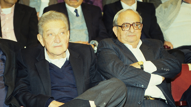 נבון עם עזר ויצמן בשנת 1993 (צילום: אביגיל עוזי)