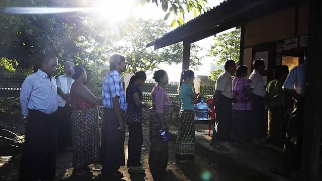 תורים ארוכים מרגע פתיחת הקלפיות (צילום: AFP) (צילום: AFP)