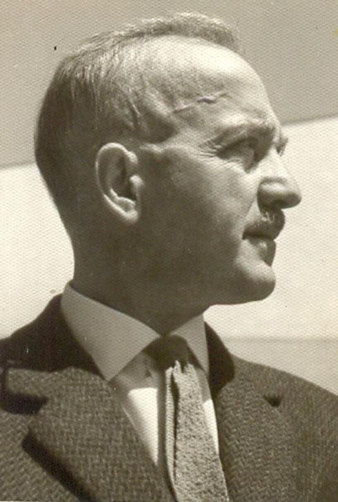 האדריכל אבא אלחנני. טען שהתערבותו של נבון פוליטית ומסכנת את הדמוקרטיה, כמו ז'דאנוב הסובייטי (באדיבות ארכיון אדריכלות ישראל )