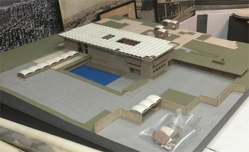 דגם בית הנשיא לפי ההצעה הזוכה של אלחנני. מוטי בן חורין, שהגיע למקום השני, חושב גם היום שהיא גרועה (באדיבות ארכיון אדריכלות ישראל)