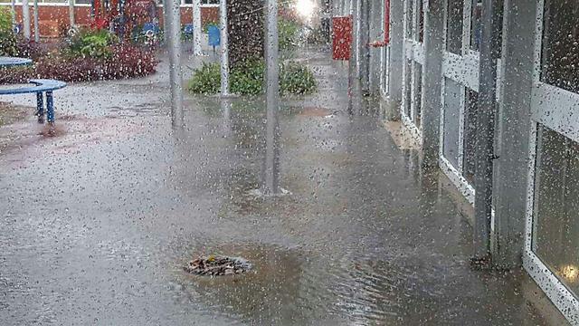 הצפות גם ברחבי העיר (צילום: דוברות עיריית אשקלון) (צילום: דוברות עיריית אשקלון)