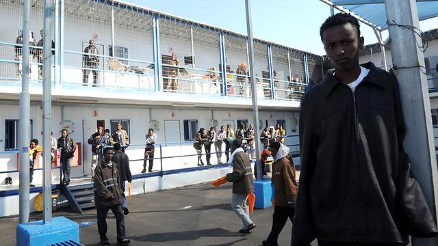 Asylum seekers at the Israeli Saharonim detainment facility. (Archive photo: Haim Horenstein) (Photo: Haim Horenstein)