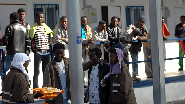 Asylum seekers at Saharonim Prison (Photo: Haim Hornstein) (Photo: Haim Horenstein)