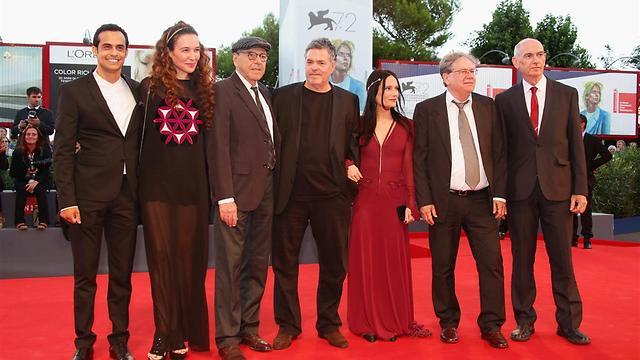 יוגב יפת (משמאל) עם גיתאי וחברי הקאסט בפסטיבל ונציה (צילום: GettyImages ) (צילום: GettyImages )
