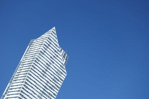גם בוורשה, היומרה של ''המגדל הכי גבוה'' עומדת מאחורי השיווק (צילום: מיכאל יעקובסון)