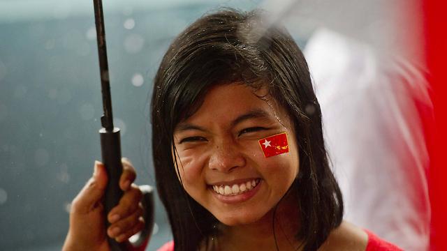 תומכת של אונג סן סו צ'י. ניצחון סוחף בבחירות (צילום: AFP) (צילום: AFP)