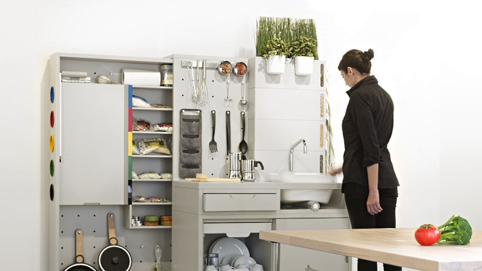 פרויקט המטבח הביתי העתידי של ''איקאה'' מבוסס כולו על הבית החכם וה-IOT. ענקית הריהוט השבדי זיהתה זה מכבר את מגמת מגורי המיקרו: המקרר, למשל, הפך לסדרת ''אינקובטורים'' על הקיר, שיודעים להתאים את הטמפרטורה למוצר שמאוחסן בהם (בשיתוף IDEO והמחלקות לעיצוב תעשייתי באוניברסיטאות Lund ו-Eindhoven)  (צילום: באדיבות איקאה)